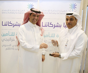 mr-altamimi-tawuniya-ceo-receives-award-from-mr-al- tekhaifi